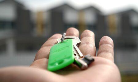 Asunción de deudas pendientes con la comunidad de propietarios en la adquisición de un inmueble